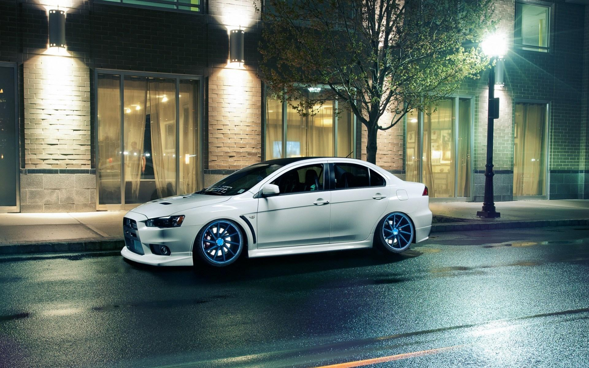 mitsubishi-lancer-evolution-x-city-parking